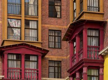 Балясины на широкоформатных окнах